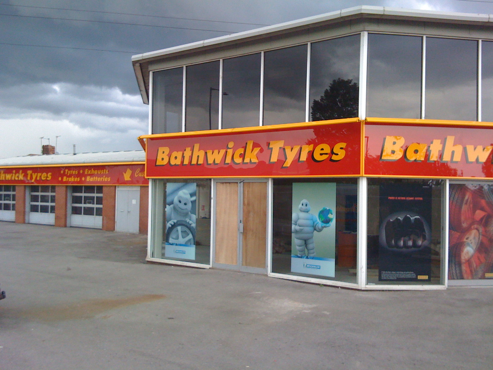 bathwick tyres, signge, sign, graphics, large sign,shop sign,